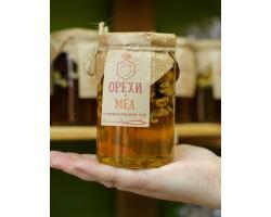Мед с грецким орехом 410 гр.