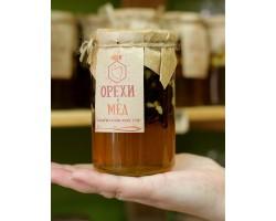 Мед с кедровым орехом и клюквой 420 гр.